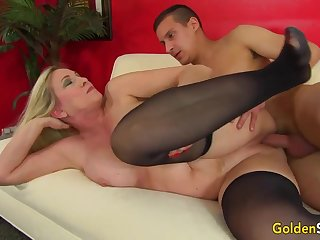 Towheaded mature bi-atch in dark-hued pantyhose, Cala Thirsts is penetrating a junior boy feel attracted to a superslut