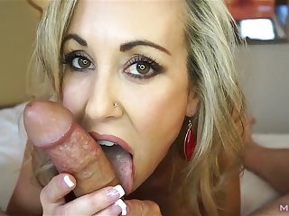 Ridiculously naughty mother I´d like to fuck treats your dig up to a sexually attractive suck (Brandi Love)