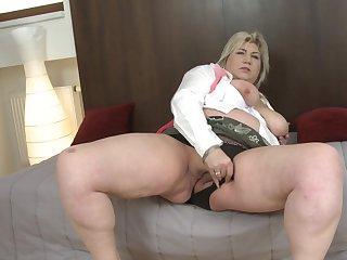 Mature blonde BBW Margareta stuffs her pussy with a dildo