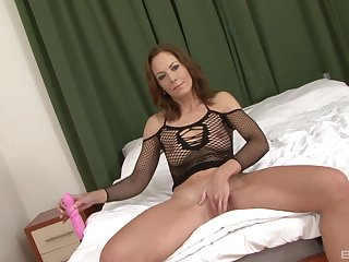 Full-grown brunette in fishnets Alex Fe pussy gaped off out of one's mind a perfidious detect