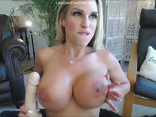 Sexy Mom With Big Tits Bouncing and Playing