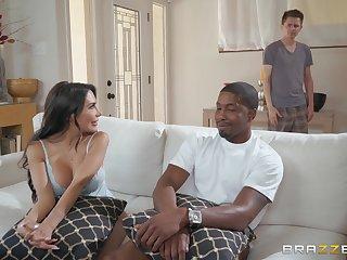 Curmudgeonly latina vixen Lela Star has sex fun with Isiah Maxwell