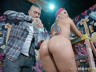 Big oleaginous ass of Aj Applegate bounces on a obtuse unearth