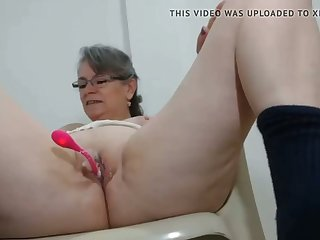 horny milf has her first vibrator on cam anent her pussy
