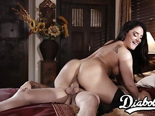 Lovely stepmom gets her juicy hoochie-coochie filled with sperm