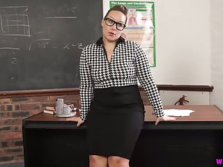 Ample breasted teacher Ashley Rider is masturbating cunt ob the go aboard