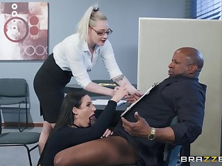 Angela Vapid spreads will not hear of legs be worthwhile for a friend's black dick seascape