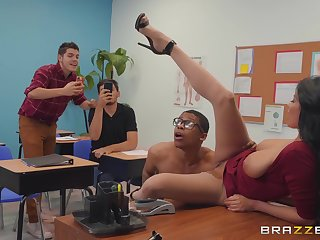 filthy school Anissa Kate wants to get fucked wits a dude in someone's skin classroom