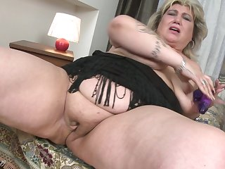Rubbing her tasty pussy makes Margareta moan loudly