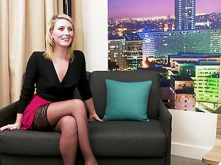 Blonde MILF anticipating rise to DP