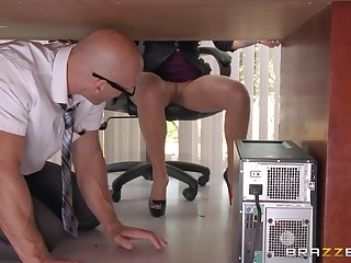 Johnny Sins Spies On Lela Star Under The Desk