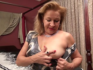 Mature amateur blonde MILF Rowena fingers her hairy pussy