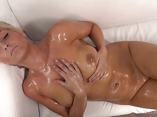 Wet Short Haired Mature Lady At Casting