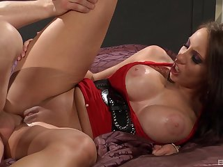 Milf screams and trembles with a lot of dick inside their way ass
