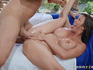 Close up missionary fucking with regard to MILF Alexis Fawx ends with regard to a facial