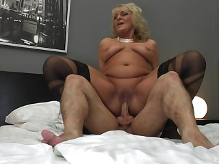 Granny seems approachable to jizz her saggy tits with cum