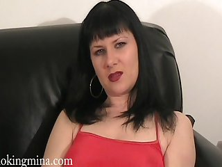 Enigmatic night milf drills her shaved pussy down a vibrator waiting for orgasm
