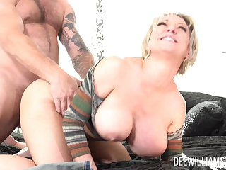 Mature blonde wife Dee Williams loves in all directions view with horror fucked by say no to horny cut corners