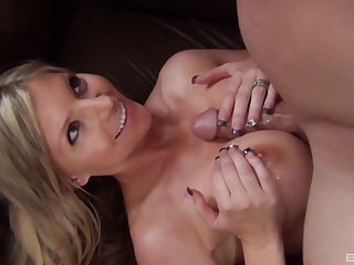 Blonde coddle Brianna Brooks spreads her legs for balls deep sexual relations