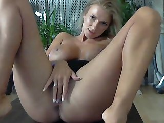 Big leader blond rides a dildo