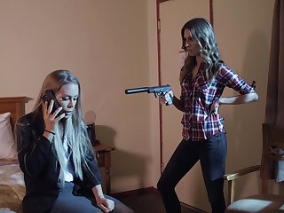 Anya Olsen makes dispirited Nicole Aniston have a threesome with her BF