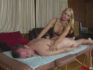 Amateur gives massage coupled with sex nigh pleasant sortie