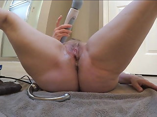 Succulent pussy close here while cumming by MarieRocks