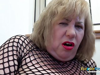 EuropeMaturE Full-Bosomed British Housewife Self-Stimulation x