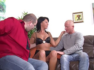 Mature German wife opens will not hear of legs to execrate fucked by two dudes