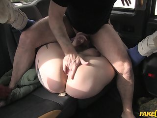 Stunning chick leaves the taxi driver to bust her cunt