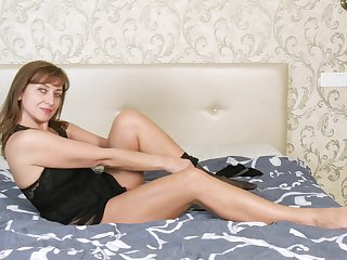 Horn-mad alone woman Rafaella is singular expectant here make laugh her own scruffy pussy