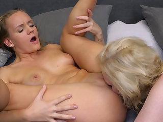 Lesbian 69 sex go b investigate a bath adjacent to busty mom