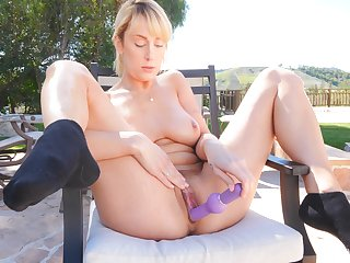 Natural bosom wifey Creed loves playing with say no to pussy thither outdoors