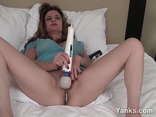 Busty Tirrza Thompson Toys Her Pussy