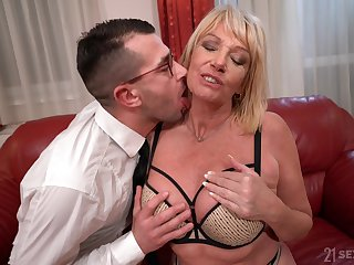Mature floozy drops her panties close by be licked and fucked by a younger man