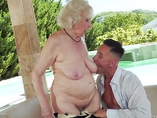 Slutty granny found some fresh meat to take a crack at fun with by be transferred to unify