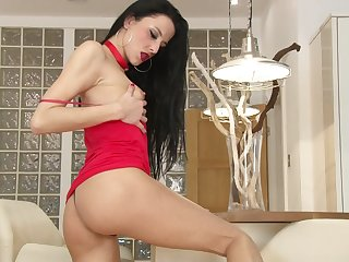 Skinny solo matured Kimmy Haze moans while pleasuring the brush cravings